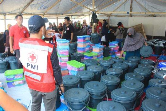 PMI distribusikan bantuan kebutuhan dasar pengungsi