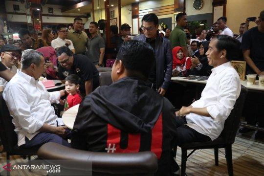 Jokowi cicip kopi lokal di Dumai