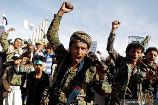 Al-Houthi Yaman gempur bandara Arab Saudi