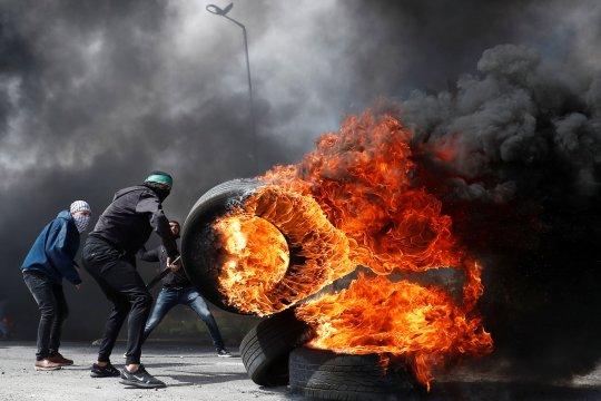 Pasukan Israel sita truk sampah di Tepi Barat