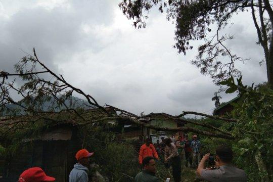 Hujan es dan angin kencang terpa Aceh Tengah