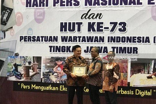 Irjen Pol M Iqbal terima PWI Jatim Award 2019