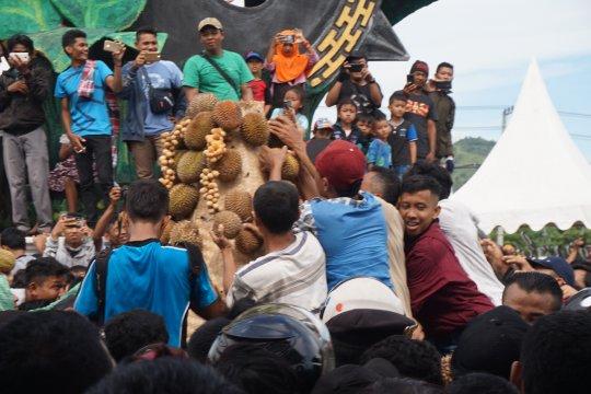 Hari ini, pertunjukan musik etnik hingga festival durian