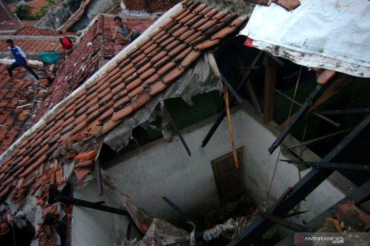 Tiga tewas akibat rumah roboh di Tanah Tinggi