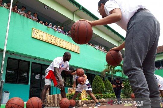 Juara slam dunk NBA sapa siswa SMA Jakarta