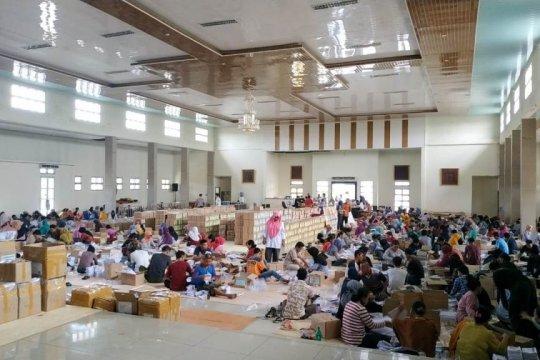 280 petugas garap satu kontainer surat suara untuk Muarojambi
