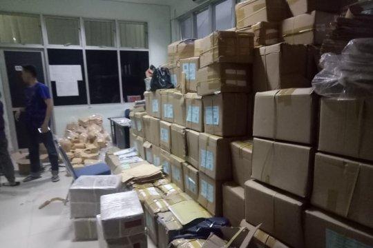 Kapal angkut logistik pemilu untuk Kabupaten Natuna kandas