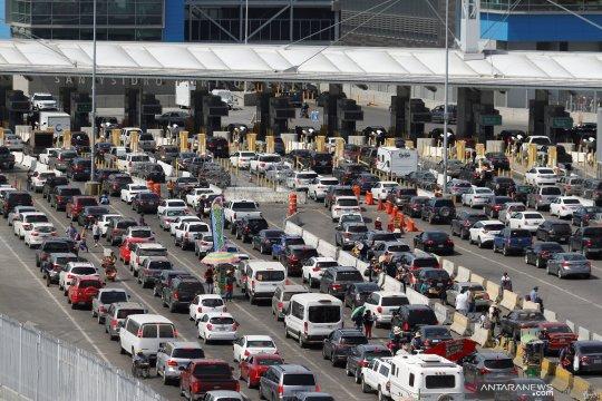 Pengemudi truk hadapi kemacetan di perbatasan Meksiko-AS
