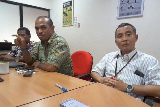 Petugas Telkom siaga saat UNBK SMA di Papua
