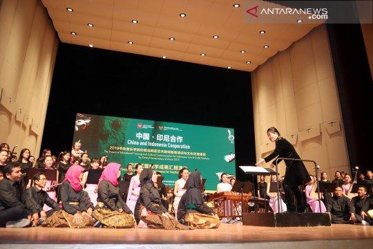 Guru kesenian Indonesia pukau dosen-mahasiswa China