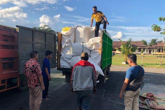 Polisi gagalkan penyelundupan 121 bal pakaian lelong