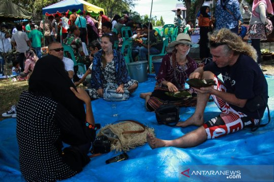 """Wisatawan asing santap """"kuah beulangong"""" di Sabang"""
