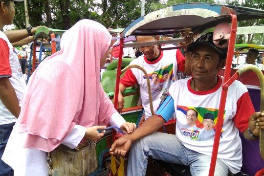 Jokowi Naik Becak ke Rapat Akbar di Karebosi
