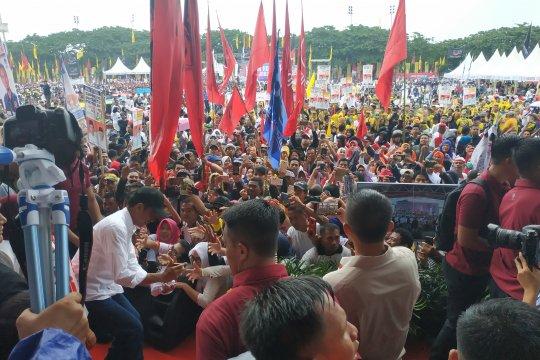 Jokowi kampanyekan program tiga kartu di Makassar