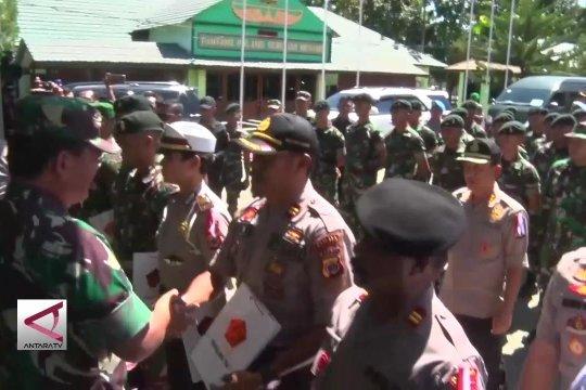 60 Personel TNI-Polri terima penghargaan