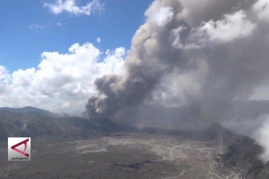 Hujan abu Bromo landa 3 desa di Lumajang