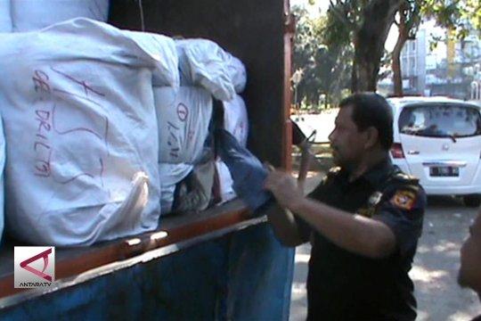 Bea Cukai Pontianak tahan  tiga truk barang impor ilegal