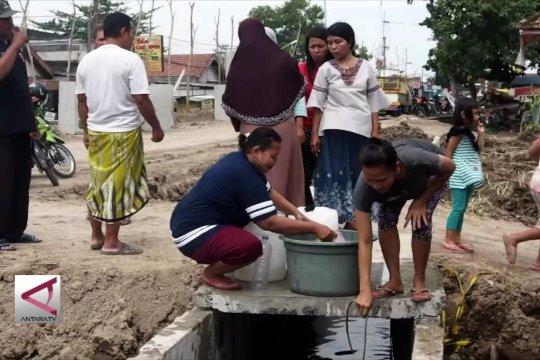 PDAM mati, warga Surabaya pakai air selokan