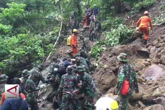 Dua wisatawan asing korban longsor berhasil di evakuasi