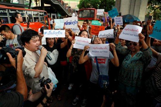 Pegiat Thailand protes komisi setelah pemilihan kacau