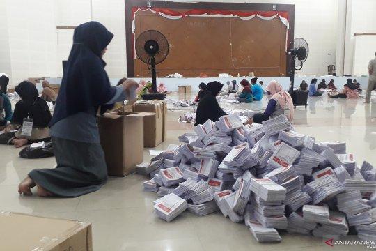 KPU Bangka Tengah rekap surat suara rusak