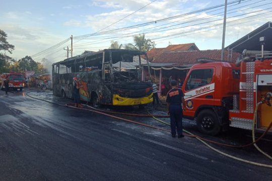 Polisi selidiki penyebab kebakaran bus di tanjakan Krumput