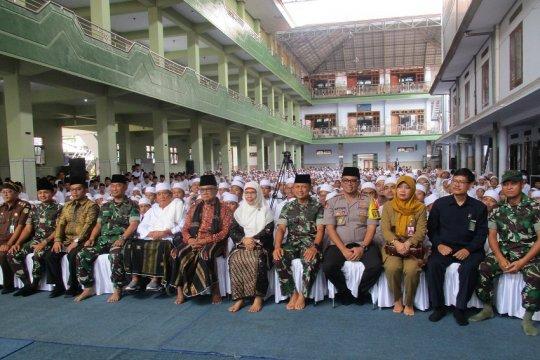 Kapusbintal TNI ajak santri bergabung