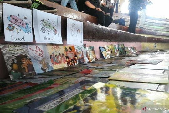 Pojok Baca pelipur lara anak pengungsi banjir bandang Sentani