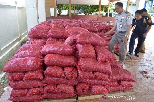 Bea Cukai Aceh hibahkan 20 ton bawang merah hasil penindakan