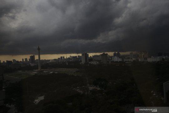 Jakarta siang ini diperkirakan hujan disertai petir dan angin kencang