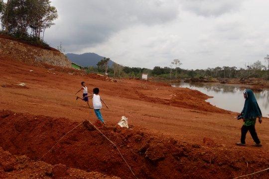 Aktivitas pertambangan bauksit di Pulau Dendang masih berlangsung