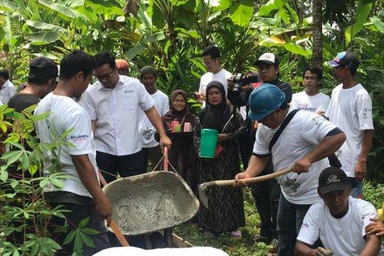 Perbaikan jalan pelosok desa di Ciamis-Jabar dibantu tiga BUMN