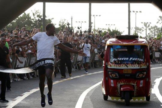 Usain Bolt lomba lari melawan kendaraan umum di Peru