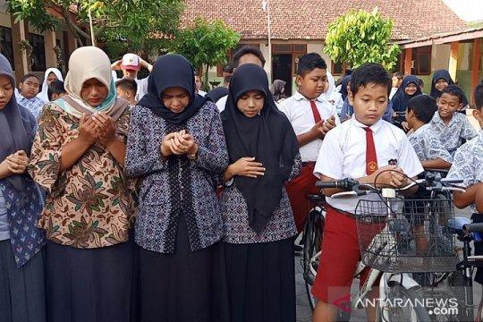 Guru-siswa dari sekolah korban mutilasi di Blitar gelar doa bersama