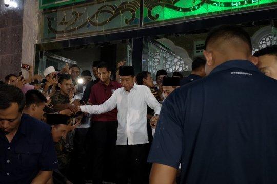 Jokowi shalat maghrib berjamaah di Masjid Agung Brebes