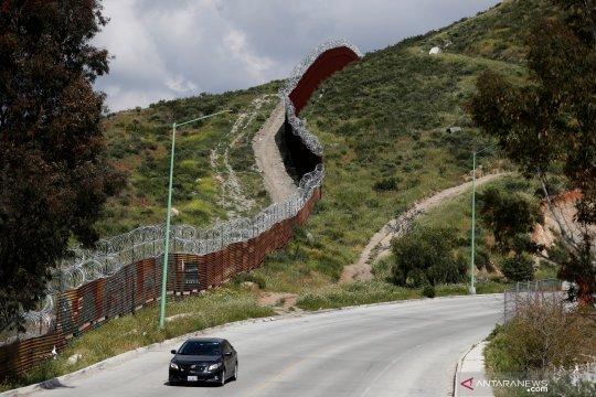Pagar pembatas antara Amerika Serikat dan Meksiko