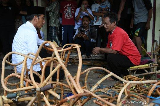 Jokowi kunjungi industri rotan rumahan di Cirebon