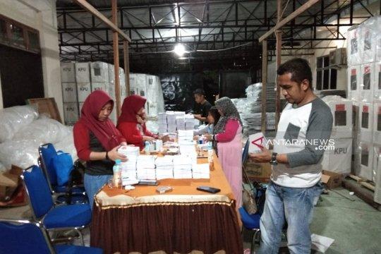 """KPU Gorontalo Utara """"kebut"""" pengepakan surat suara pemilu"""