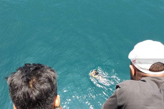 Tidak punya tiket, seorang penumpang KM Ciremai nekad lompat ke laut