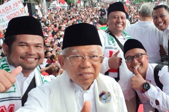 Ma'ruf Amin berswafoto bareng warga Tangerang