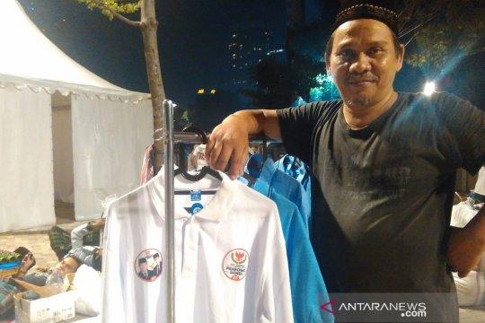 Ratusan pedagang jual atribut-aksesori Prabowo-Sandi di SUGBK