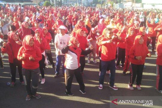 """Ibu-ibu di Bandarlampung senam """"goyang jempol Jokowi gaspol"""""""