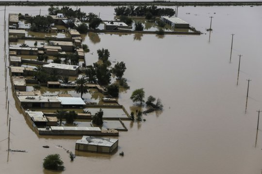 Bagian barat-daya Iran dilanda banjir, pengungsian berlangsung