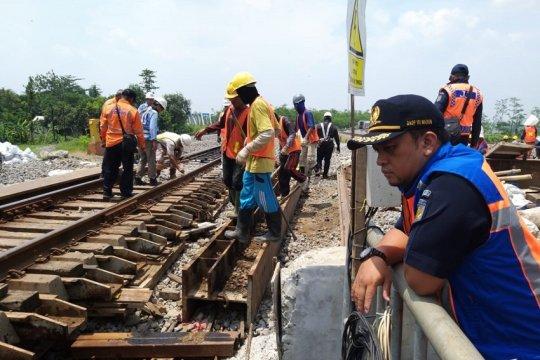 8 KA Daop Surabaya terlambat akibat pengerjaan jalur ganda