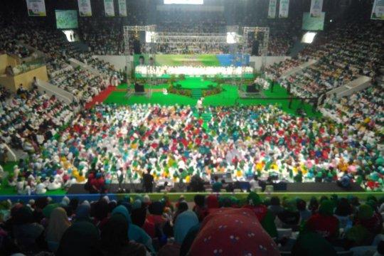 Ibu-ibu majelis taklim padati Istora dukung Jokowi-Ma'ruf Amin