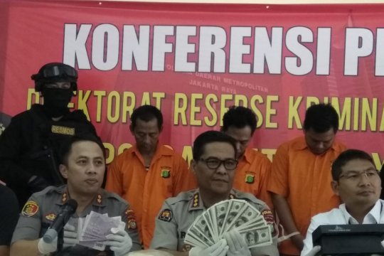 Tiga orang ditangkap terkait peredaran uang asing palsu