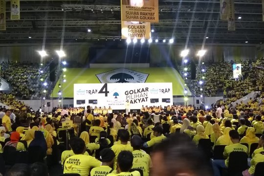 Kader Partai Golkar hadiri kampanye akbar di Istora Senayan