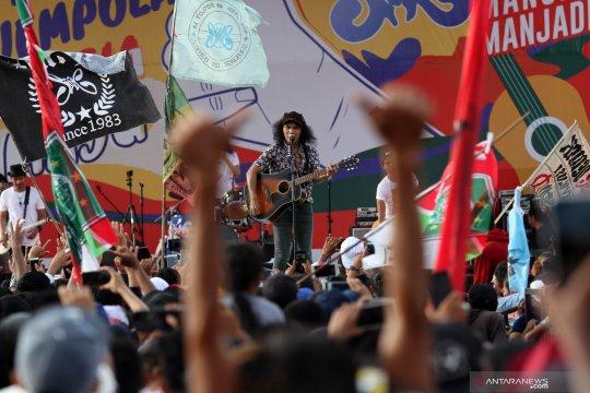 Aksi Kaka Slank hibur simpatisan Jokowi