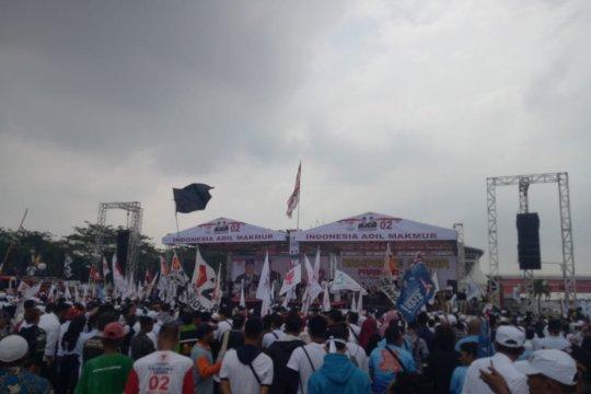 Massa kampanye akbar Prabowo-Sandi padati Benteng Kuto Besak Palembang