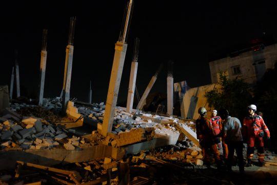 Bangunan ambruk di Medan